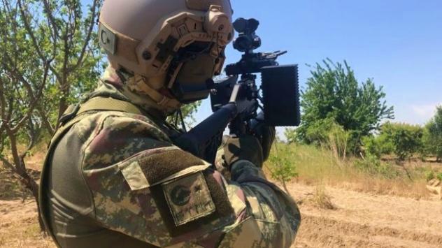 Askeri birlikler maket uçak saldırılarına karşı da teyakkuzda