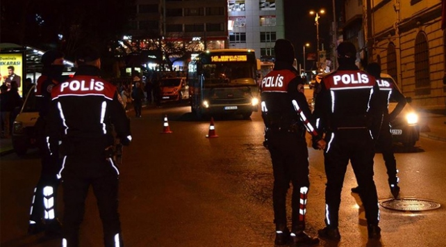 """İstanbulda """"Yeditepe Huzur 2020"""" uygulaması: 225 şüpheli yakalandı"""