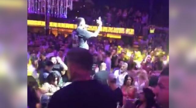 Rap konserinde koronavirüs tedbirleri hiçe sayıldı