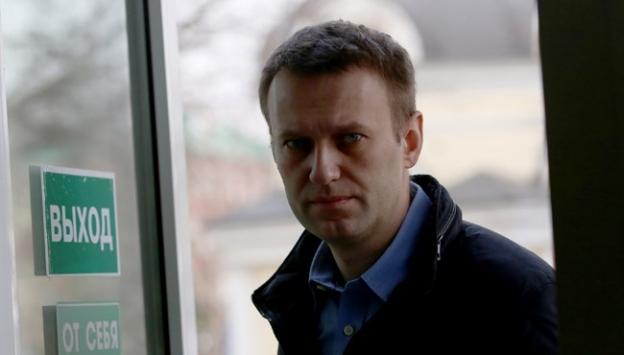 Rusyada zehirlendiğinden şüphelenilen Navalnıy Almanyadaki bir hastaneye nakledildi