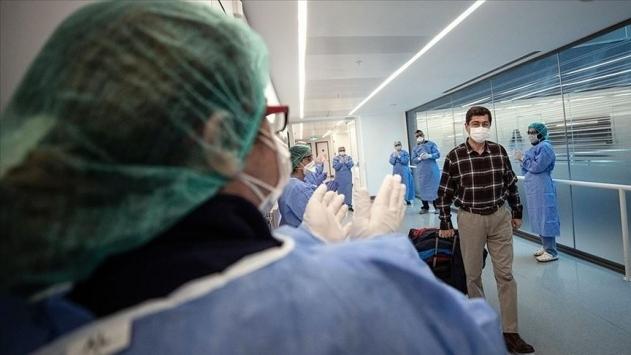 Türkiyede iyileşenlerin sayısı 236 bin 370e yükseldi