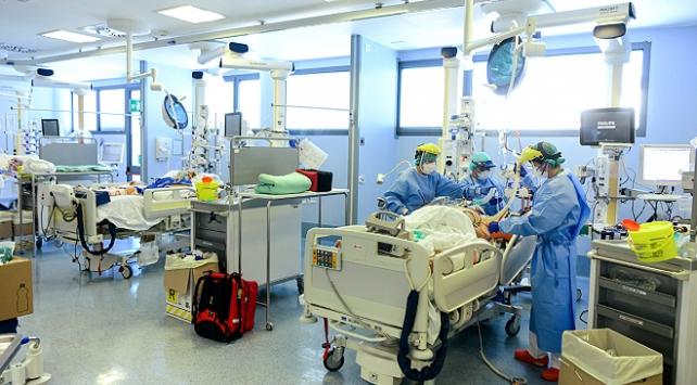 İtalyada günlük vaka sayısı bini geçti, Sağlık Bakanı Speranza açıklama yaptı
