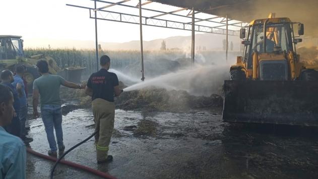 İzmirde çıkan yangında 40 ton saman küle döndü