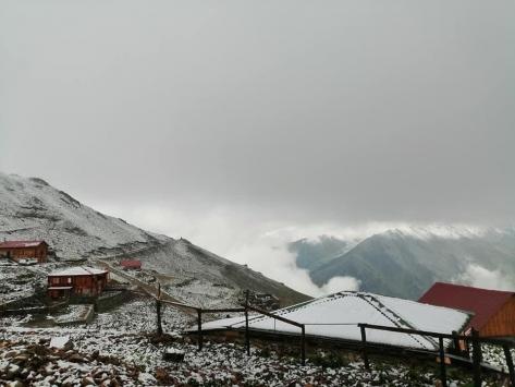 Kaçkar Dağlarına ağustosta kar yağdı