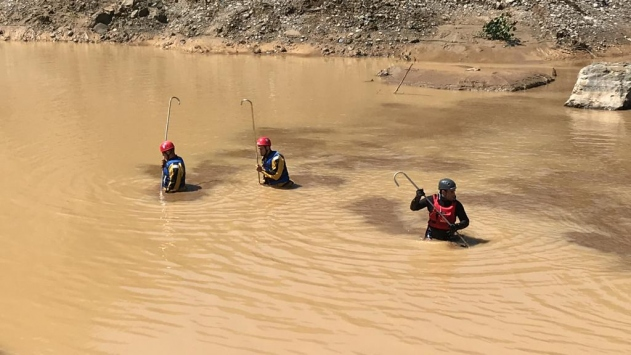 Giresundaki selde kayıp asker ve vatandaşları arama çalışmaları devam ediyor