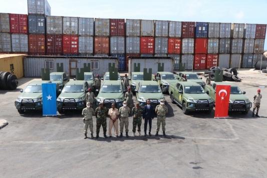 MSB: Somali Genelkurmay Başkanlığına 12 arazi aracı teslim edildi