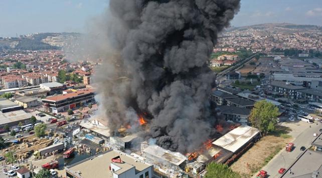 Sakaryada market deposunda yangın