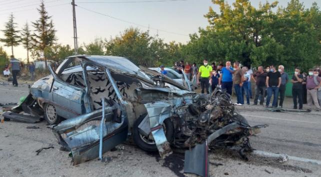Aksarayda otomobil ile çekici çarpıştı: 1 ölü, 1 yaralı
