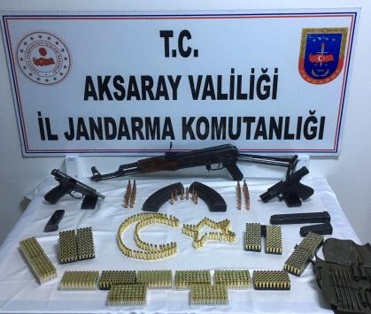 Düğünde kalaşnikof tüfek ve tabancalarla havaya ateş ettiği iddiasıyla 3 kişi yakalandı