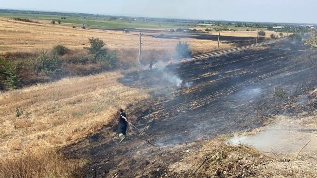Edirnede otluk alanda çıkan yangın söndürüldü