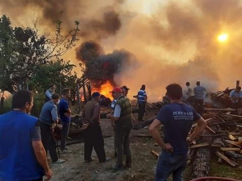 Kastamonuda yangın nedeniyle 2 ev kullanılamaz hale geldi