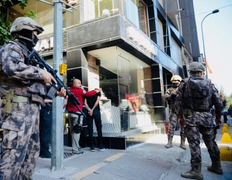 """Eskişehirde polisin """"dur"""" ihtarına uymayan 3 şüpheli yakalandı"""