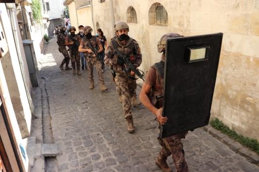 """Gaziantepte 1000 polisin katılımıyla """"narko-asayiş operasyonu"""" başlatıldı"""