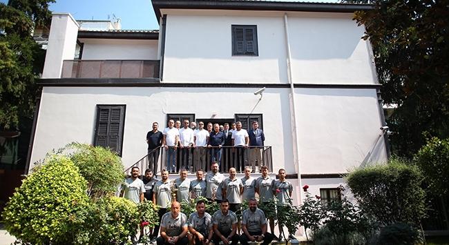 Beşiktaş yönetimi Atatürkün evini ziyaret etti