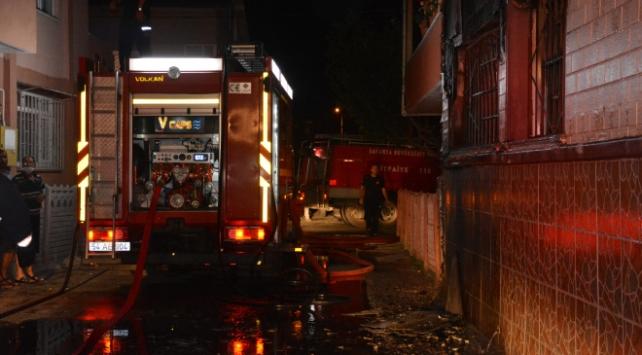 Sakaryada 4 katlı binada yangın