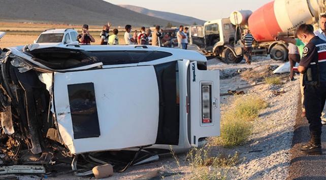 Beton mikseri ile otomobil çarpıştı: 1 ölü