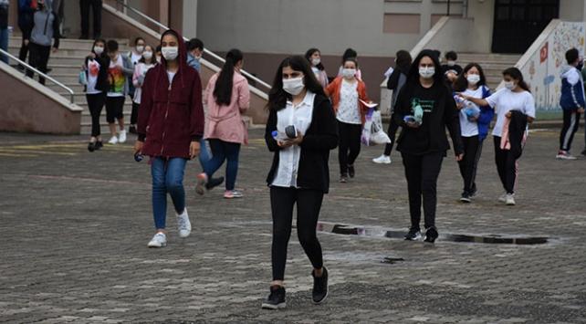Öğrencilere yaşlarına uygun şekilde pandemi bilinci aşılanmalı