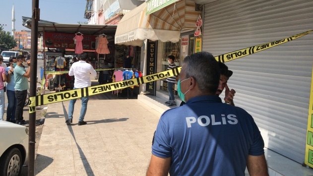 Adanada kuyumcudan çekiçle soygun girişimi