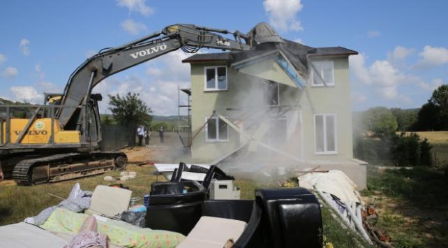 Çatalcada 19 kaçak yapı yıkıldı