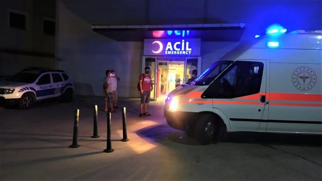 Datçada kafe önündeki masada oturanlara otomobil çarptı: 5 yaralı
