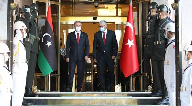 Milli Savunma Bakanı Akar, Libya İçişleri Bakanı Başağa ile görüştü
