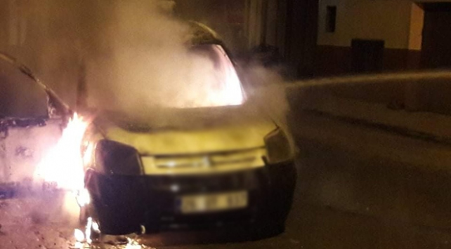 Orduda park halindeki araç yandı
