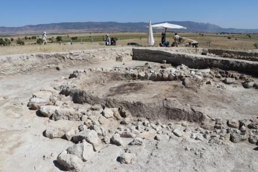 Ekşi Höyükte 8 bin 600 yıllık kemikten iğne çıktı