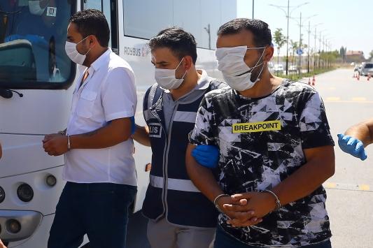Konyada kamu kurumları ve iş insanlarını dolandırdığı iddia edilen çete çökertildi