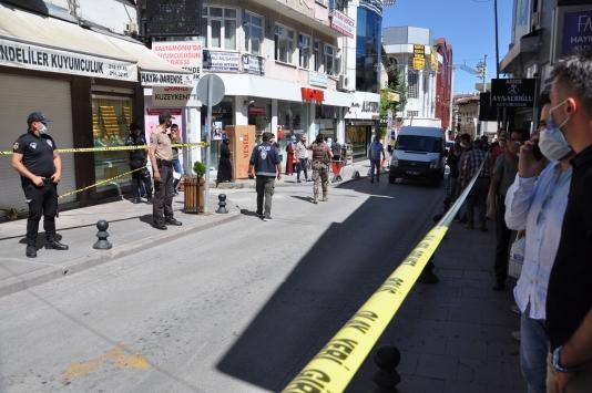 Kastamonuda silahlı soyguncuya direnen kadın kuyumcu ağır yaralandı