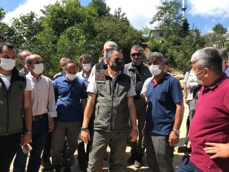Tarım ve Orman Bakanı Pakdemirli, sel bölgesinde incelemelerde bulundu