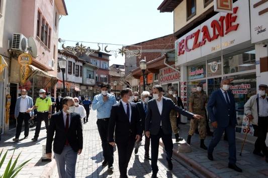 Tokat Valisi Ozan Balcı maske ve sosyal mesafe denetimi yaptı