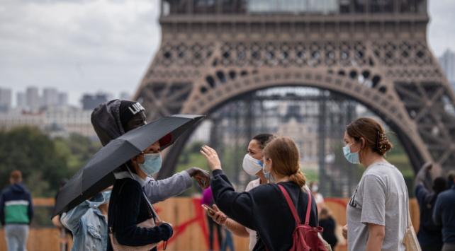 Fransada son 24 saatte 7 bini aşkın vaka görüldü