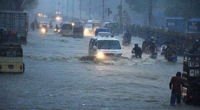 Pakistandaki sel felaketinde 63 kişi öldü