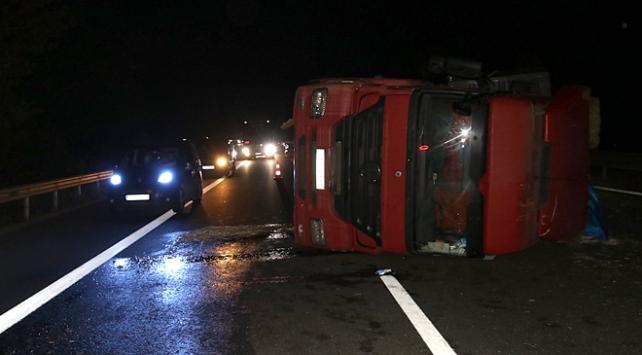 TEM otoyolu kaza nedeniyle tek şeride düştü
