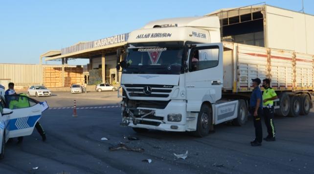 Karamanda çekici ile otobüs çarpıştı: 11 yaralı