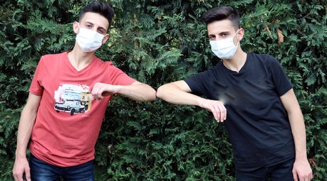 Koronavirüsü yenen ikiz kardeşler: Karantina süreci psikolojik olarak yoruyor