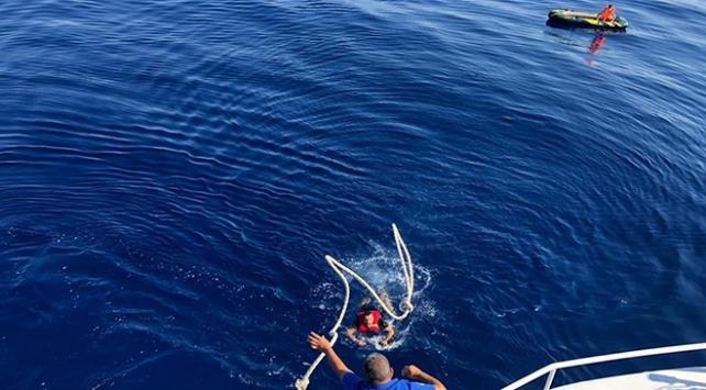 Şişme botla akıntıya kapılan 2 sığınmacı kurtarıldı