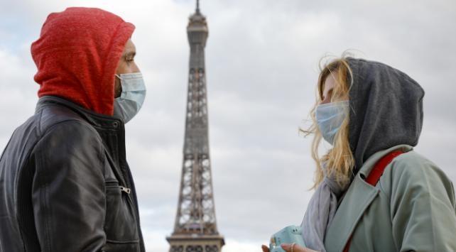 Fransada son 24 saatte 5 bin 453 COVID-19 vakası tespit edildi