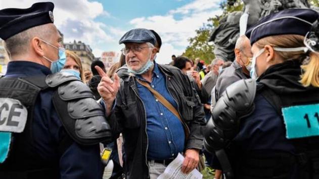 Pariste maske karşıtı gösteri düzenlendi