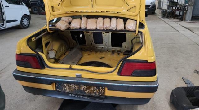 Durdurulan otomobilin bagajından 4 kilo metamfetamin çıktı