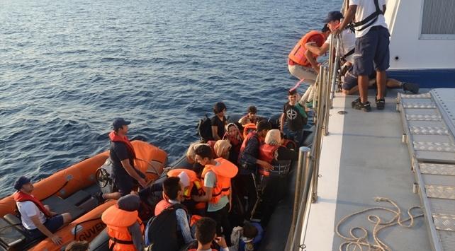 İzmirde Türk kara sularına geri itilen 40 sığınmacı kurtarıldı