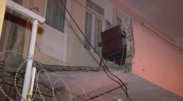 Küçükçekmecede bir evin balkonu çöktü
