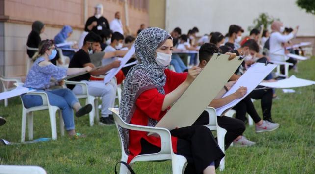 Erzincanda koronavirüs tedbirleri altında özel yetenek sınavı
