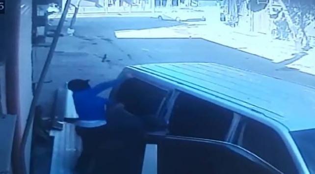 Hırsızlar kendilerini fark eden kişiye taş attı