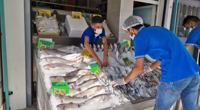 Başkentte tezgahlar balıkla doldu