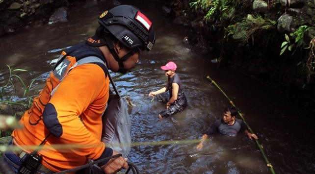 Endonezyada taşan nehir 3 köyü sular altında bıraktı