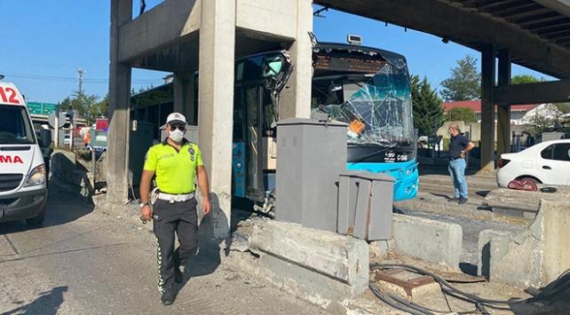 Halk otobüsü Kurtköy Gişelerine çarptı: 24 yaralı