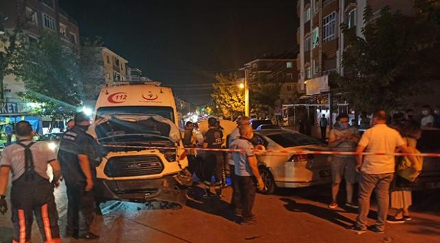 Ankarada ambulans otomobille çarpıştı: 3 yaralı