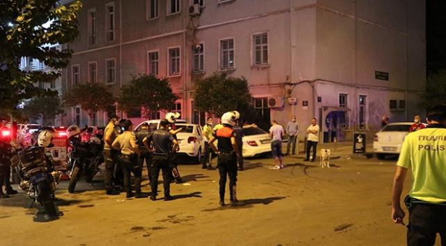İzmirde ters yönde giden otomobil yunus ekibine çarptı: 4 yaralı