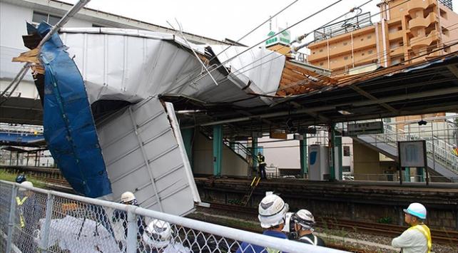 Japonyayı Maysak tayfunu vurdu: 20 yaralı